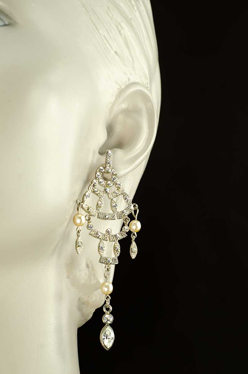 Long Chandelier earrings with Strass and Faux Pearls