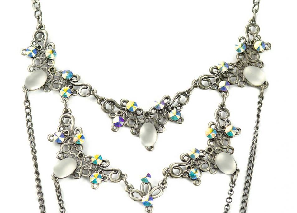 long necklace set detail