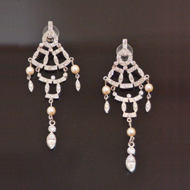 strass earrings with faux pearls Moving Strass Earrings with pearl beads